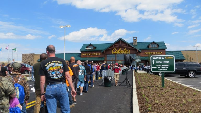 Shoppers line up for the grand opening of Cabela's new Delaware store.(Mark Eichmann/WHYY)