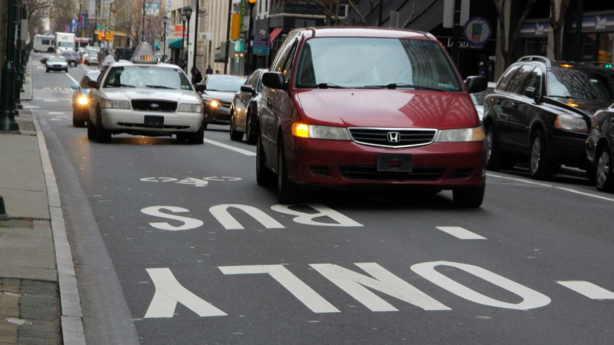 The bus and bike only lane on Chestnut Street is widely ignored. (Emma Lee/for NewsWorks)