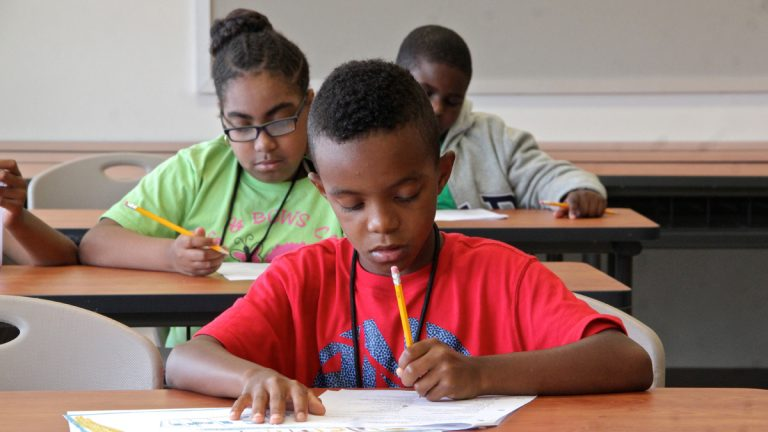 Fourth graders in a summer reading program at West Philadelphia High School. (Emma Lee/WHYY)