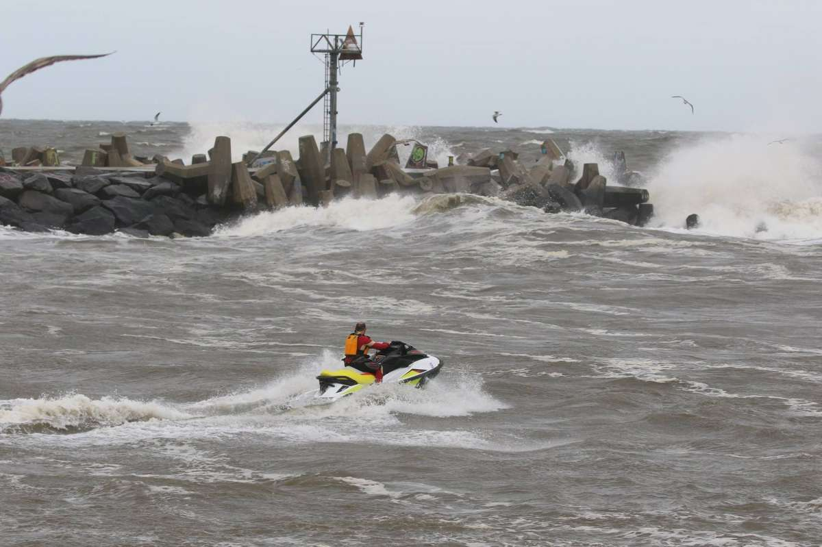 Jet skier in the Manasquan Inlet just prior to the Coast Guard rescue. (Photo: JSHN contributor Peggy Birdsall Cadigan)