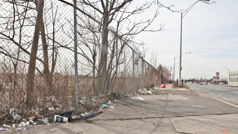 Developer Bart Blatstein plans to purchase a vacant parcel of land on Columbus Boulevard between Reed and Tasker streets. (Kimberly Paynter/WHYY)