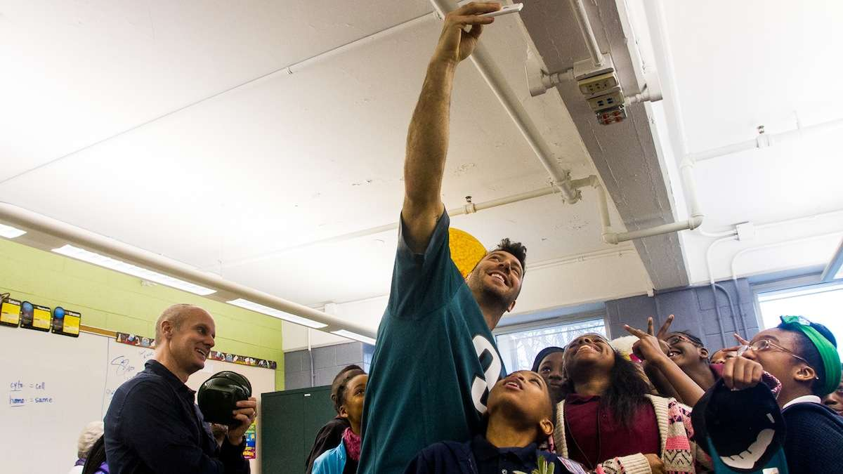 Connor Barwin takes a selfie with students at Mifflin Elementary School in East Falls. (Brad Larrison/for NewsWorks)