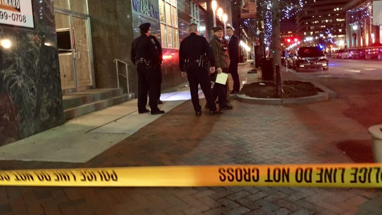 Wilmington Police investigate a homicide at the intersection of 9th and Market streets in downtown Wilmington Wednesday night. (John Jankowski/for NewsWorks)