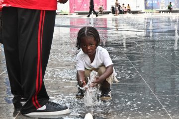 Anthony Dorsey, 4, enjoys the new splash fountains at Dilworth Park. (Kimberly Paynter/WHYY)