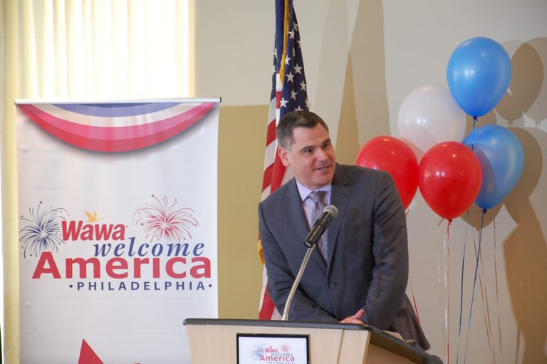 Welcome America's Jeff Guaracino announces the acts for July 4th concert (Tom MacDonald/WHYY)