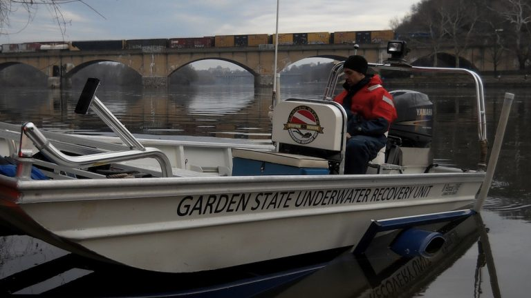 The Garden State Underwater Recovery Unit on the Schuylkill River. (Image courtesy of Carl Bayer, GSURU)