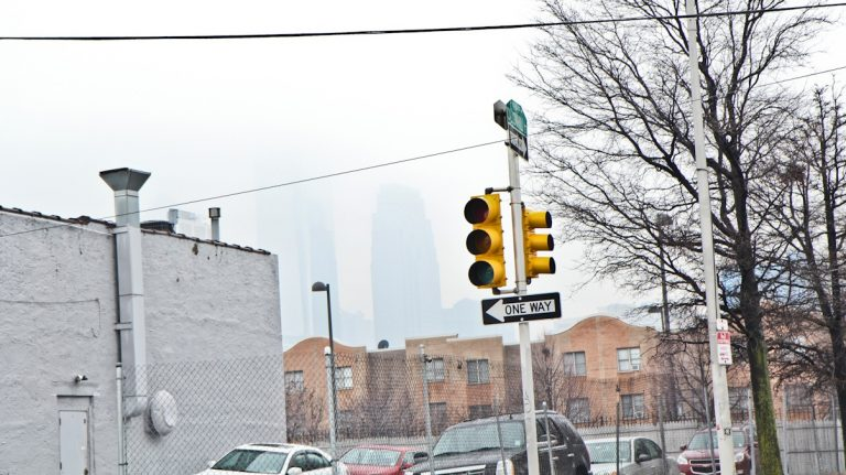A traffic light is broken at 8th and Callowhill Streets in Philadelphia. (Kimberly Paynter/WHYY)