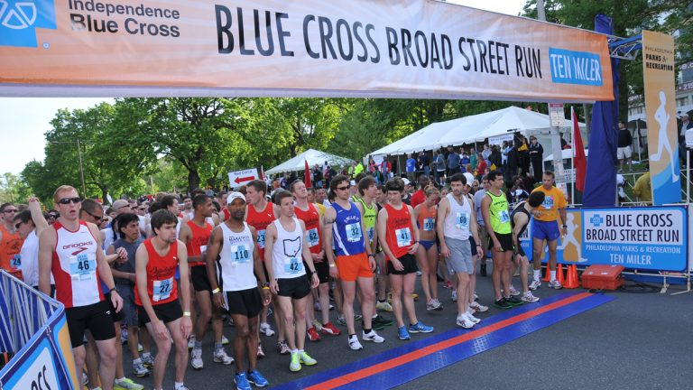 Runners at the starting line (Image via IBX Broad Street Run Flicker at https://flic.kr/p/9DN31A)