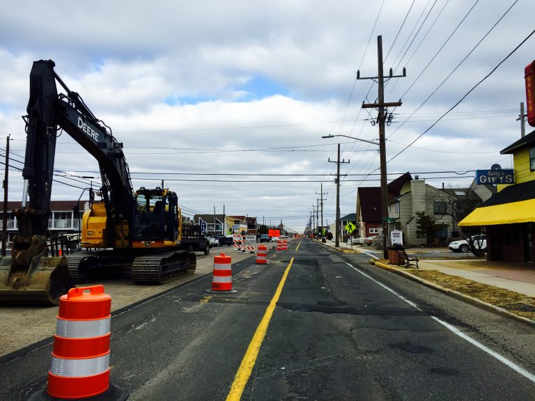 Construction work on Route 35 in Lavallette on Dec. 19, 2014. (Photo: Justin Auciello/for NewsWorks)