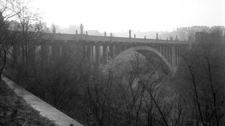 The Greenfield Bridge was exemplary of the City Beautiful architectural movement in the early 20th century. (Photo courtesy of Pittsburgh City Photographer Collection, 1901-2002, AIS.1971.05 Archives Service Center, University of Pittsburgh)