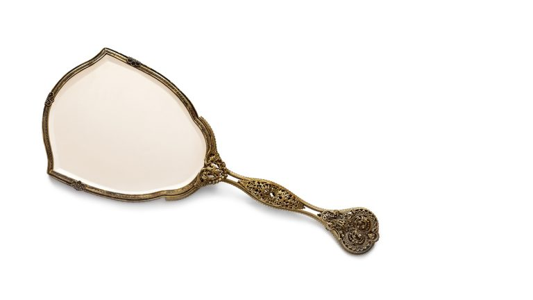 (<a href='http://www.bigstockphoto.com/image-56891543/stock-photo-vintage-antique-gilded-hand-mirror%2C-isolated-on-white-background'>Big Stock</a>)