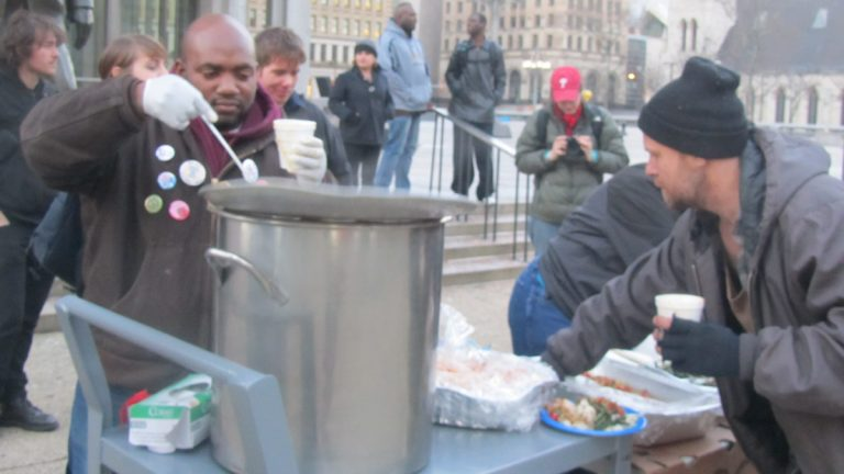 Without funding to maintain an indoor facility, many groups will be forced to serve food outside on the Benjamin Franklin Parkway. (NewsWorks Photo, file)