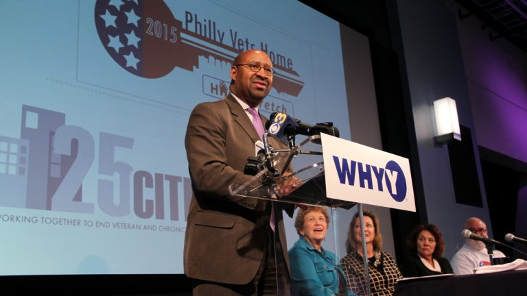 Mayor Michael Nutter announces a coalition of public and private entities pledging to end homelessness among Philadelphia veterans by November 2015. (Emma Lee/WHYY)