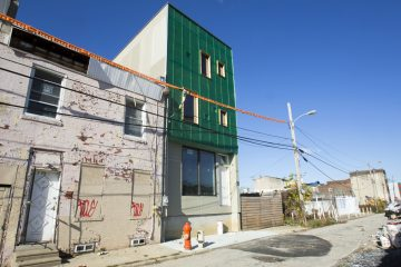 New construction next to an older rowhome on a Philadelphia block. (Photo by Jessica Kourkounis for Keystone Crossroads)