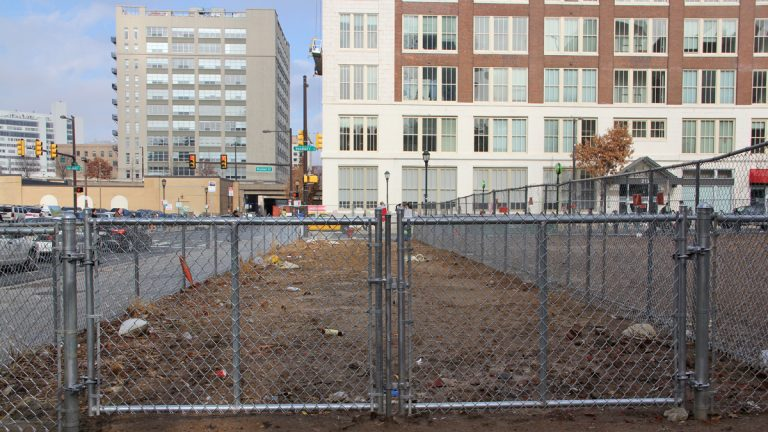 The site of the Salvation Army building collapse at 22nd and Market Streets. (Emma Lee/for NewsWorks)