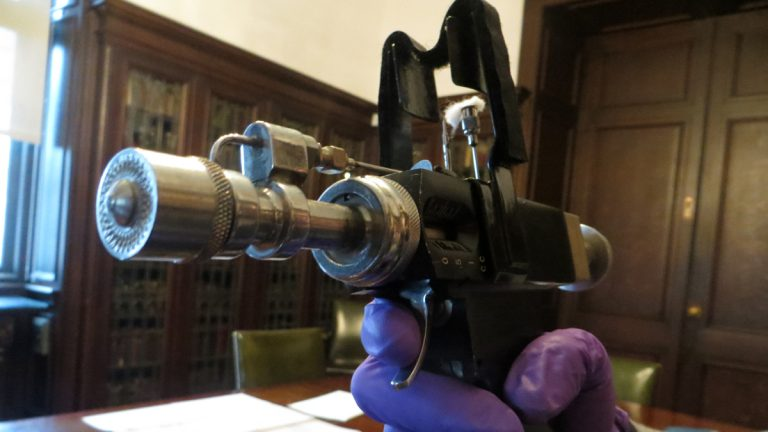 a jet gun used to give the smallpox vaccine taunya english
