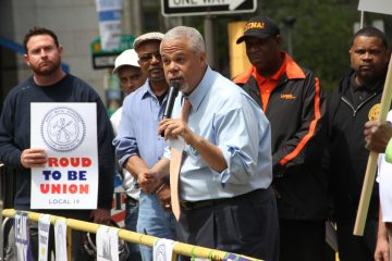Mayoral candidate Anthony Hardy Williams engages the crowd at a Thursday afternoon labor rally in Love Park. (Emma Lee/WHYY)