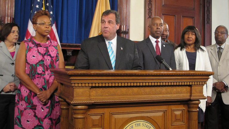 Flanked by Camden Mayor Dana Redd, left, and Trenton Mayor Eric Jackson, Gov. Chris Christie Wednesday makes a pitch for changes to New Jersey's bail system. (Phil Gregory/ WHYY)