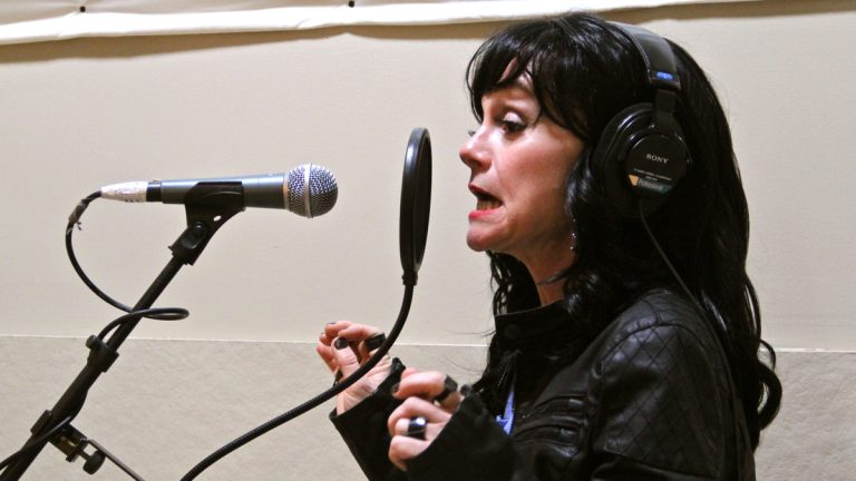 Jennifer Childs portrays an aging rock star in 1812 Productions' 'I Will Not Go Gently.' (Emma Lee/WHYY)