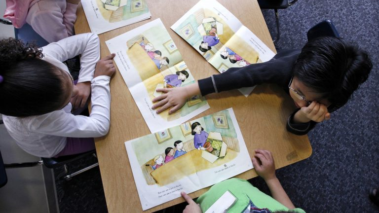 Kindergarten students work on reading skills. Pennsylvania law doesn't require schools to offer kindergarten, and allows those that do to impose enrollment deadlines. (AP file Photo/Elaine Thompson)