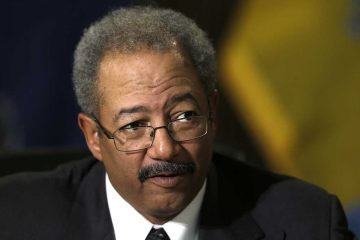 U.S. prosecutors allege in a court filing that an elected official who can only be U.S. Rep. Chaka Fattah arranged an illegal campaign contribution for his 2007 Philadelphia mayoral campaign. (AP Photo, file)