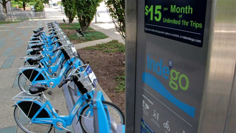 A bike-share station at Race and Sixth streets in Philadelphia is one of 72 now in operation. A $1.5 million William Penn Foundation grant will support installing 24 new stations. (NewsWorks file photo)