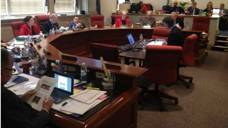 Lawmakers meet in the Joint Finance Room at Legislative Hall in Dover. (FILE/NewsWorks)