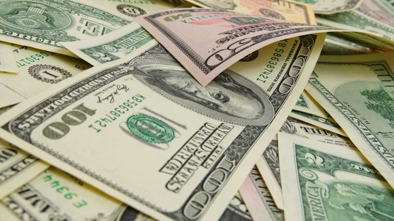 (<a href='http://www.shutterstock.com/pic-268850816/stock-photo-a-lot-of-cash-us-dollars.html?src=1lTjQngRvkZgnTAyH6cQJA-1-99'>Shutterstock</a>)