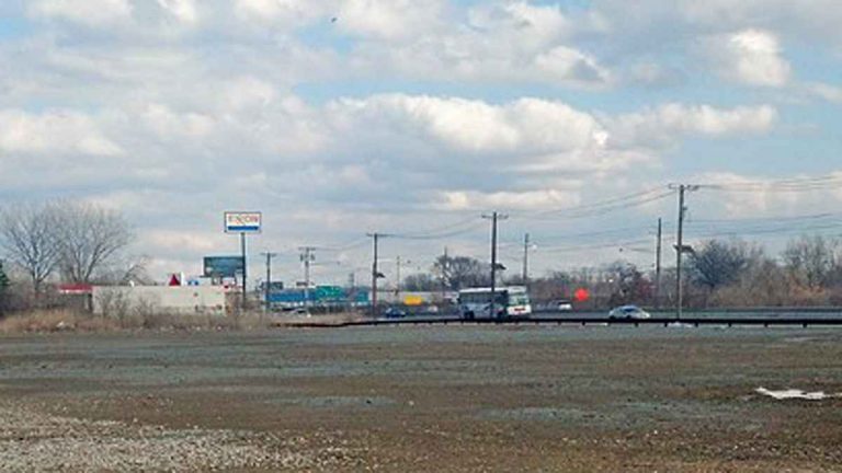 The empty field where a ShopRite will be built in Camden. (Tara Nurin/for NewsWorks)