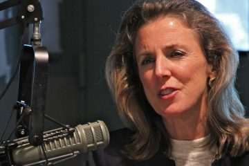 Democratic candidate for U.S. Senate Katie McGinty talks with Dave Davies at WHYY. (Emma Lee/WHYY)