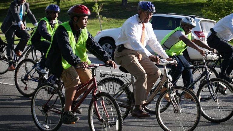 Mayor Michael Nutter biking with Meade Elementary students on Bike to Work Day. (Courtesy of Bicycle Coalition of Greater Philadelphia)