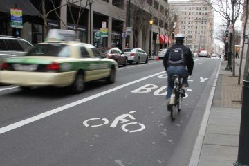 A shared lane for bus and bike is shown on Chestnut Street. (Emma Lee/WHYY)