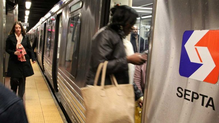 Passengers board the subway at 30th Street. (Credit Emma Lee/NewsWorks)