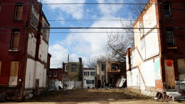 Vacant lots are shown on the 2100 block of North 9th Street in Philadelphia. (Jared Brey/PlanPhilly)