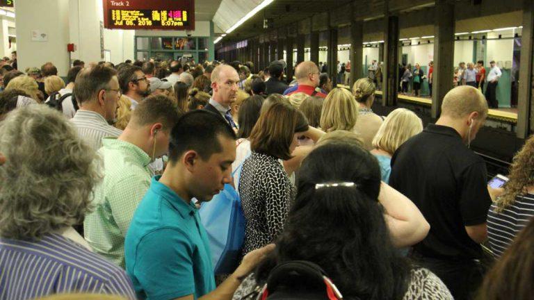 Regional rail passengers pack the platforms at SEPTA's Suburban Station in Philadelphia at rush hour. (Emma Lee/WHYY)