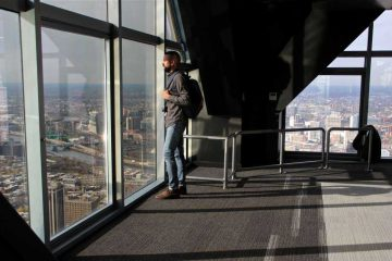 A visitor takes in the view during a press preview. (Emma Lee/WHYY)
