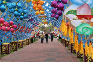 Head to the Chinese Lantern Festival in Franklin Square. (Emma Lee/WHYY)