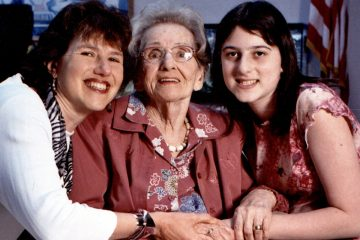 Lisa Meritz (left) is shown with mother Sally and daughter Rebecca. (Image courtesy of Lisa Meritz)