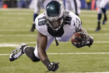 Philadelphia Eagles wide receiver Jeremy Maclin (18) makes six yard touchdown reception during the second half of an NFL football game against the Indianapolis Colts Monday, Sept. 15, in Indianapolis. (AP Photo/AJ Mast)