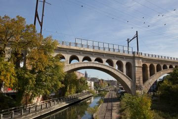 The Manayunk Bridge was converted into a trail for pedestrians and cyclists. The bridge connects Philadelphia's Schuylkill River Trail and Tow Path and the Cynwyd Heritage Trail in Lower Merion
