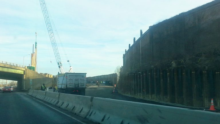 A new temporary on-ramp from Route 42 to 295 north in South Jersey may ease morning traffic flow.  (Tom MacDonald/WHYY)