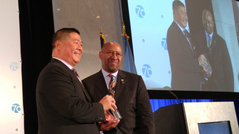 Committee of Seventy Chairman Stephen Tang presents Mayor Michael Nutter with the award. (Tom MacDonald/WHYY)
