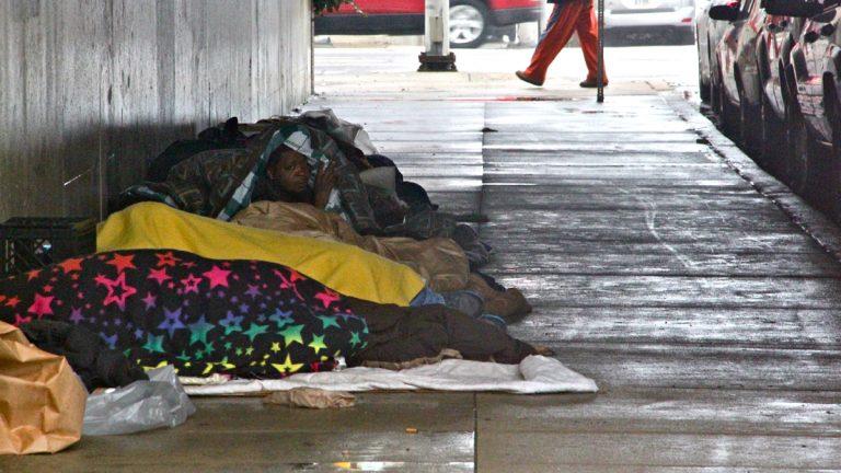 An encampment on 5th Street under the Vine Street Expressway. (Emma Lee/WHYY)