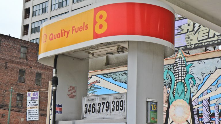 A Shell station at 12th and Vine Streets in Philadelphia (Kimberly Paynter/WHYY)