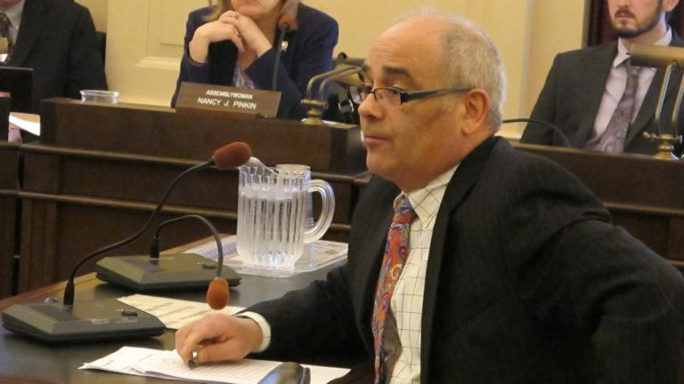 Assemblyman Reed Gusciora urges support for the legislation at Assembly Higher Education Committee hearing (Phil Gregory/WHYY)