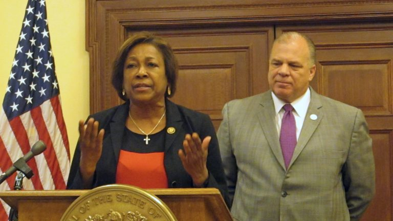 Senator Sandra Cunningham and Senate President Steve Sweeney say gradually increasing New Jersey's minimum wage to $15 would help low-income workers and the state's economy (Phil Gregory/WHYY)