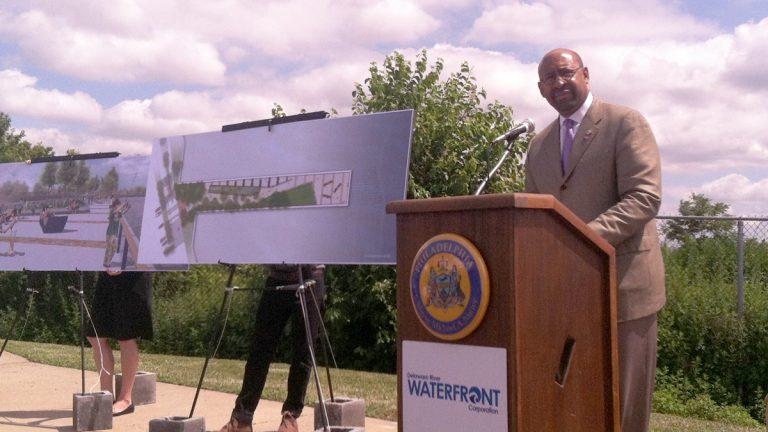 Mayor Michael Nutter unveils the plans for Pier68 on Delaware Avenue in Philadelphia. (Steve Trader/WHYY)