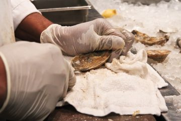 Ameen Lawrence says 'I shuck oysters in my sleep.' (Kimberly Paynter/WHYY)