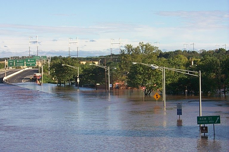 The Raritan River and Delaware and Raritan Canal spilled into Route 18 in New Brunswick following excessive rainfall from Tropical Storm Floyd. (Image: John Hasse/Rutgers University Department of Geography)