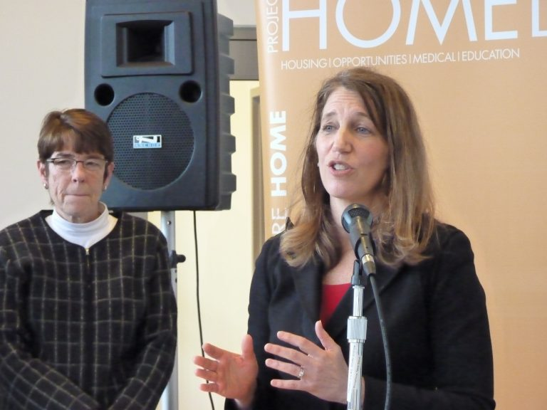 HHS Secretary Sylvia Burwell (right) and Sister Mary Scullion of Project Home